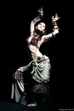 Great contrast, great lighting, great lines .. Belly dancing