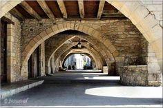 Villefranche-du-Périgord Dordogne les couverts autour de la place