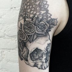 Skull Roses By: Sasha Masiuk