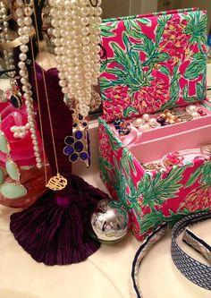 preptastic-virginiabelle:    Finally got around to organizing my jewelry