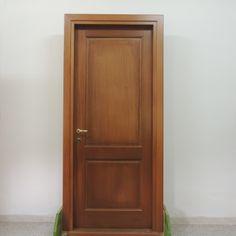 Porta in legno di meranti a due pannelli