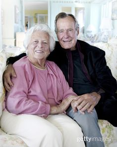 Presidents Wives, Greatest Presidents, American Presidents, American History, American Women, American Girl, George Bush Family, Joe And Obama, First Lady Portraits