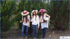 Paseo por el campo...  (para contratar cualquier diseño de tocado o sombrero, escríbenos a info@masario.es)