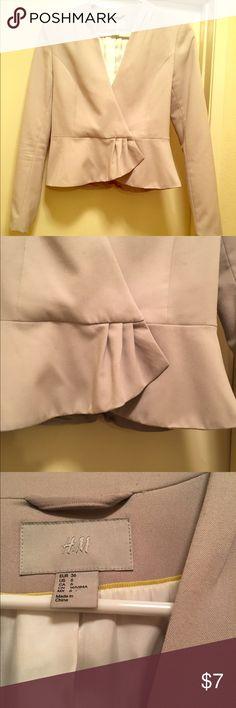 Women's H&M suit jacket.  Rarely worn! 💕 Nice women's H&M suit jacket! Rarely worn.  Excellent condition! 🌸 H&M Jackets & Coats Blazers