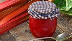Die Rhabarber-Saison geht wieder los. Pünktlich zum Start zeigen wir Ihnen sieben Variationen der beliebten Rhabarber-Marmelade.