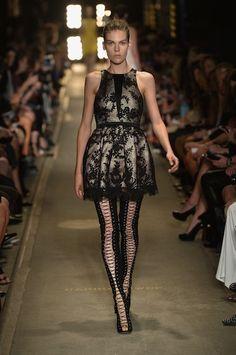 Alex Perry Fall 2013 Ready-to-Wear Fashion Show Fashion Mag, Fashion Show, Fashion Design, Fashion 2014, High Fashion, Alex Perry, Wearing Black, Catwalk, Lace Dress