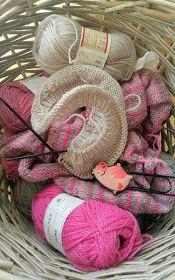 Tante er fortsatt GAL!!: Forkorta Rader + W&T Wicker Baskets, Burlap Wreath, Wreaths, Home Decor, Decoration Home, Door Wreaths, Room Decor, Deco Mesh Wreaths, Interior Design
