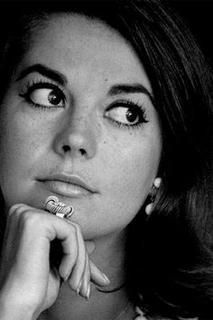 Natalie Wood's Wing liner & think lashes.