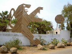 Florentijn Hofman:  Senegal, Lion avec ballon