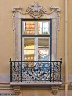 Lovely window and small balcony - Street Horta Seca, Lisboa. #Portugal