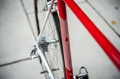 Bishop Bikes provides an excellent example of why they are a true modern classic. This red retro roadie is definitely a keeper: