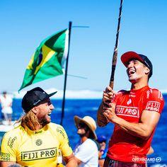 Medina no comando!  Com uma belíssima campanha, o brasileiro Gabriel Medina voltou a vencer o Fiji Pro em Cloudbreak, Tavarua. Parabéns, Gabriel Medina!