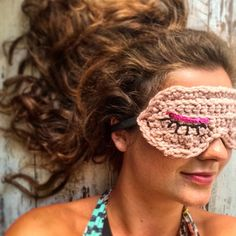 johanna_knits Wake up everyone two full days of diy-ing are waiting for us  have a great weekend!!  #crocheting #crochet #crochetersofinstagram #yarn #sleepingmask #crocheted #weekend #sleeping #glamour #curls #diy #crafting