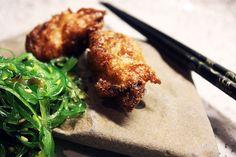 Tempura-østers med tangsalat - Råvarecirkus.dk Tempura, Tandoori Chicken, Meat, Ethnic Recipes, Food, Beef, Meal, Essen, Hoods