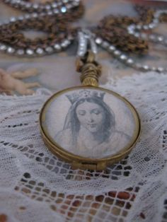Madonna neck piece