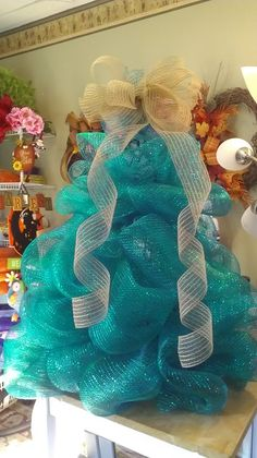 https://www.facebook.com/pages/Wreaths-by-the-Sea/114071435447377 mesh tree made from tomato cage