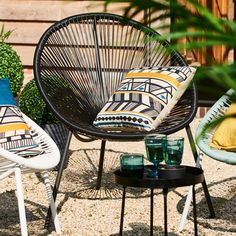 Outdoor Chairs, Outdoor Furniture, Outdoor Decor, Apartment Design, Wicker, Design Ideas, Camping, Magazine, Gardens