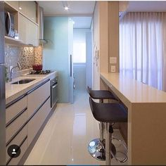 Browse photos of Small kitchen designs. Discover inspiration for your Small kitchen remodel or upgrade with ideas for organization, layout and decor. Küchen Design, Design Case, House Design, Interior Design, Kitchen Interior, Kitchen Decor, Cuisines Design, Little Houses, Small Apartments