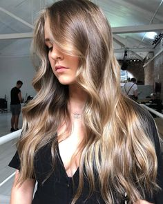 Sunkissed Dreams Who is loving these bronde tones lately? This Summery was created using and… Trending Hairstyles, Twist Hairstyles, Pretty Hairstyles, Light Brown Hair, Light Hair, Ombré Hair, Hair Day, Bronde Balayage, Bronde Hair