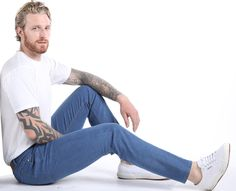Massgeschneiderte Slim Fit Herrenjeans in Hellblau Low Rise Jeans, Slim Fit, Mom Jeans, Pants, Fashion, Perfect Jeans, Grey Jeans, Dressmaking, Light Blue