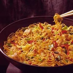Szechwan Chicken-Pasta Salad Toss the spicy combination of chicken, pea pods, chili oil, and crushed red pepper with Chinese egg noodles and sweet red pepper for this colorful main-dish salad.
