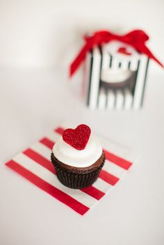 How to Make Fondant Hearts for Valentine's Day Cupcakes