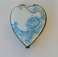Baguier cœur  rose bleue un véritable écrin pour vos bijoux .