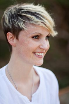 frosted fringe short wispy bob with dark base and blonde highlights Twenty Exciting And Spunky Short Blonde Hair Ideas