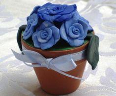 Vasetto di terracotta decorato con roselline in Fimo colore azzurro from the shop ALLNUANCES_CREATIONS - oggetti per la casa - vasi - on ulaola.com
