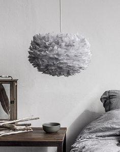 Eos fjäderlampa i grått!