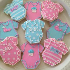 galletas - cookies - PMB baby cookies for shower! Fancy Cookies, Iced Cookies, Cute Cookies, Cupcake Cookies, Sugar Cookies, Dessert Design, Onesie Cookies, Sugar Cookie Frosting, Cookie Designs