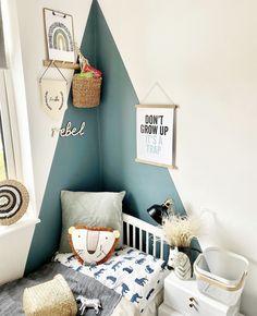 Kids Bedroom Paint, Boy Room Paint, Girls Bedroom, Feature Wall Bedroom, Bedroom Wall, Bookshelves Kids, Striped Walls, Girl Room, Room Inspiration