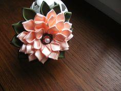 Serre tête fleur kanzashi ruban satin : Accessoires coiffure par vosrevesbrodes