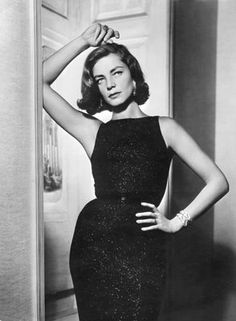 image via here Today we farewell the incredibly beautiful and talented Lauren Bacall. Not only was Lauren a wonderful actress she was also one of the most stylish women . Glamour Hollywoodien, Old Hollywood Glamour, Vintage Glamour, Vintage Hollywood, Vintage Beauty, Classic Hollywood, Vintage Fashion, Old Hollywood Style, Hollywood Fashion