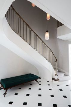 Art Deco Staircase Ideas and Inspiration Foyer Design, Railing Design, Staircase Design, Staircase Ideas, Staircase Railings, Curved Staircase, Staircases, Bannister, Interiores Art Deco
