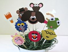 What a fun way to celebrate a birthday with Kermit and the gang!!!!  This listing price is for 10 cupcake toppers.You will get 1 of each character: Kermit Miss Piggy Fozzie Animal Gonzo Beakir Rowlf the Dog Swedish Chef Bunsen Honeydew Rizzo the Rat  A lot of love, time and detail goes into handmaking each individual cupcake topper! These are not digital images. A variety of punches are used to create these cupcake toppers, along with colorful, good quality cardstock.  We also have the…