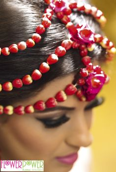 As the magazine article says, roses will always be popular for weddings, but what about the rose buds? They are great on mehndi jewellery as they can easily be threaded onto delicate and dramatic chains that can be worn as garlands, bracelets, headdresses and even earrings.
