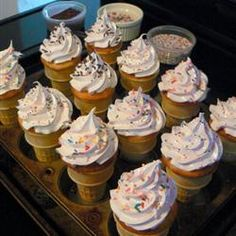 This is the type of frosting that is cooked over the stove, then whipped. This goes well on almost any type of cake. White Frosting Recipes, Types Of Frosting, Cake In A Cone, Cone Cupcakes, Fluffy White Frosting, Types Of Cakes, Ice Cream Flavors, Pinterest Recipes, Cake Decorating