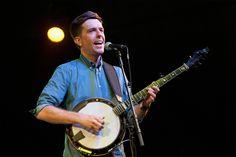 Ed Helms plays banjo