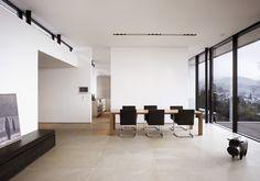 #architektur #architekturschweiz #architekturzürich #architekturbüro #designhaus #interiordesign #design Conference Room, Interiordesign, Table, Furniture, Home Decor, Detached House, Decoration Home, Room Decor, Tables