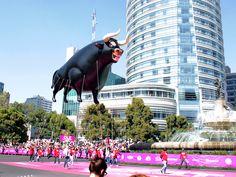Figura inflable de gran formato diseñada para flotar con gas helio en su interior. ¡Ideal para desfiles y eventos masivos!