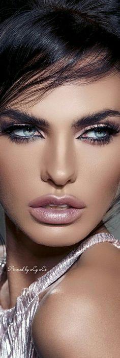 ladies womens fashion lady woman DIY videos tutorial make lipstick makeup lover cosmetics lips eyes looks divas Pretty Eyes, Cool Eyes, Girl Face, Woman Face, Portrait Photos, Portraits, How To Make Lipstick, Beauty Makeup, Hair Beauty
