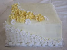 Daffodils with Apple Blossom flowers.  What a beautiful cake!