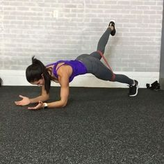Happy Monday! Here is a perfect #bodyweight workout you can add over the #Holidays . Complete 30 seconds each move. Use mini band to increase intensity. Repeat up to 8 times. _ 1. Walkout + Spiderman Pushup 2. RDL to Lateral Lunge 3. Bear Crawl + reach 4. Lateral quick feet to Burpee Jacks 5. Plank Hold +Leg Lift 6. 180 Squat Jumps ____________ Feliz lunes! Aquí es un entrenamiento perfecto de peso corporal que puedes añadir durante las vacaciones. Completa 30 segundos cada ejercic...