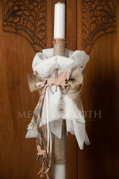 i like the layer of burlap lining the candle in the background Baptism Candle, Baby Christening, Diy And Crafts, Burlap, Easter, Candles, Christmas Ornaments, Holiday Decor, Gelato