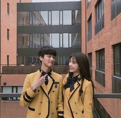 Korean Couple Photoshoot, Couple Ulzzang, Korean Best Friends, Ulzzang Korean Girl, Couple Aesthetic, Couple Outfits, Best Friend Goals, Cute Couples Goals, Best Friends Forever