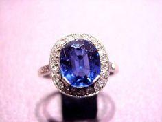 Très beau saphir Ceylan entourage diamant taille brillant sertis sur platine ca. 1920