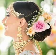 Majestic Floral Bridal Hair Accessories To Make You Look Like A Flowery Queen At Your Wedding! Bridal Hairstyle Indian Wedding, Bridal Bun, Bridal Hairdo, Indian Bridal Hairstyles, Bride Hairstyles, Open Hairstyles, Bridal Photoshoot, Best Bridal Makeup, Indian Bridal Makeup