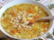 Tento úžasný recept na domácí fazolovou polévku mě naučila moje máma a zamilovala si ho celá rodina!