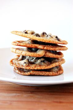 Add in pretzels, milk and semisweet chips and Carmel bits. These are the BEST flat, chewy, crunchy cookie! Finally found my fav chocolate chip cookie! UPDATE: this is almost the same as Martha's favorite choc chip cookie! Slow Cooker Desserts, Just Desserts, Delicious Desserts, Yummy Food, Secret Chocolate Chip Cookie Recipe, Low Calorie Chocolate, Cookie Recipes, Dessert Recipes, Top Secret Recipes
